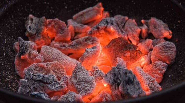 how-to-put-out-a-charcoal-grill