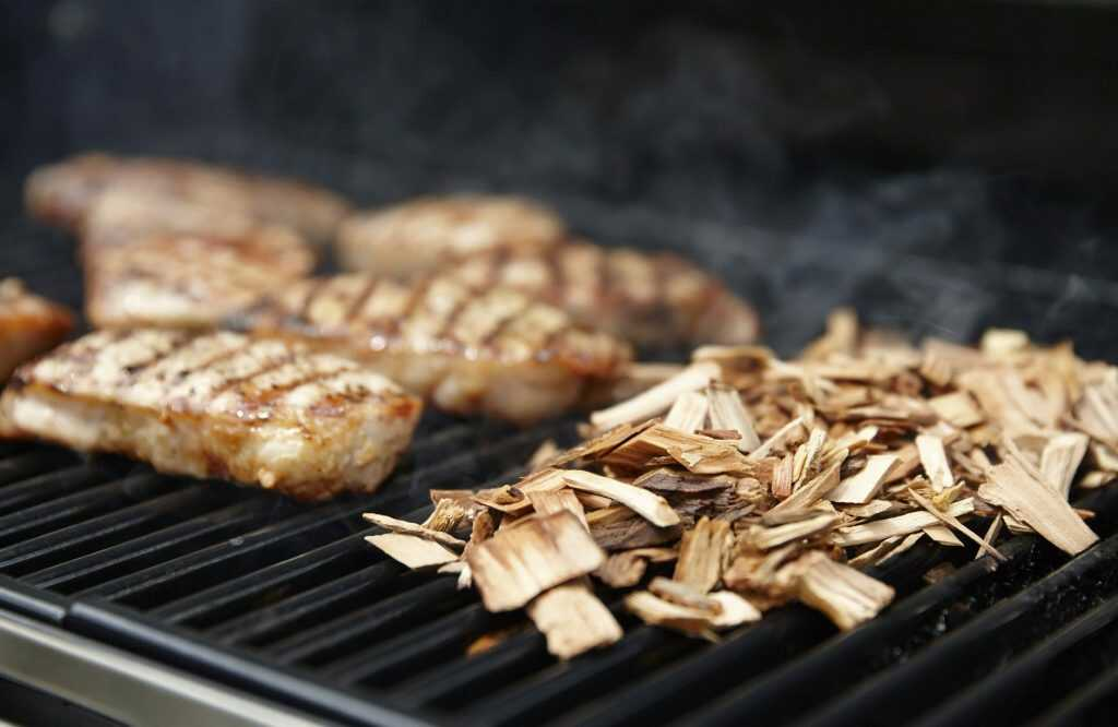 how-to-use-wood-chips-for-gas-and-charcoal-grills